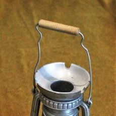 Antigüedades: CENICERO DE METAL EN FORMA DE QUINQUÉ,12 CM DE ALTURA. Lote 193399740