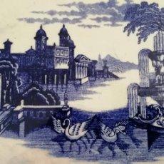 Antigüedades: ANTIGUA BANDEJA O FUENTE GRANDE LA CARTUJA DE SEVILLA VISTAS PRECIOSO COLOR AZUL - SELLO MARCA. Lote 193408956