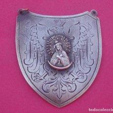 Antigüedades: MEDALLA ESCUDO ANTIGUO VIRGEN MISERICORDIA - DE OSTRA BRAMA. LITUANIA. MARCAS PUNZÓN EN REVERSO.. Lote 207773797