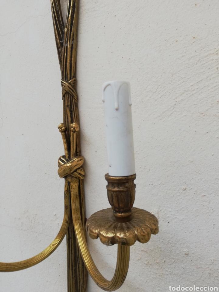 Antigüedades: Gran apliques lamparas de pared antiguas de bronce dorado estilo Luis XV Francia vintage años 60 - Foto 4 - 176727234