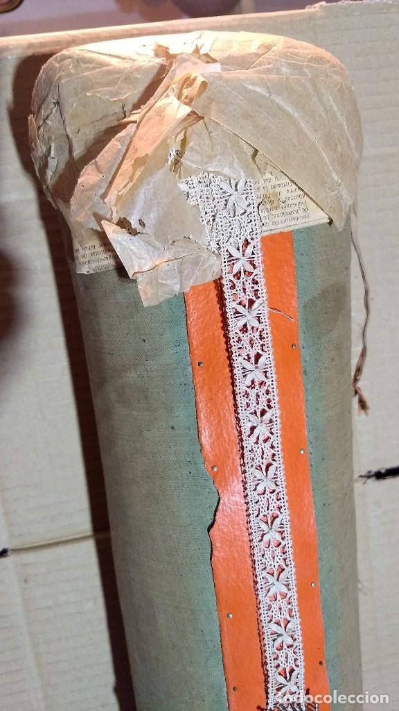 Antigüedades: Gran lote encaje de bolillos. Con muchos bolillos y plantillas de muestra. Ver descripción y fotos - Foto 4 - 193637556