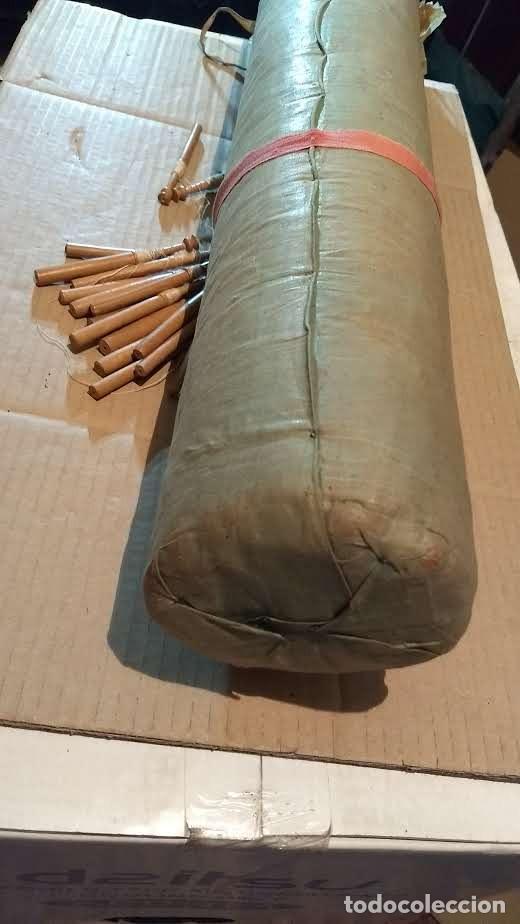 Antigüedades: Gran lote encaje de bolillos. Con muchos bolillos y plantillas de muestra. Ver descripción y fotos - Foto 16 - 193637556