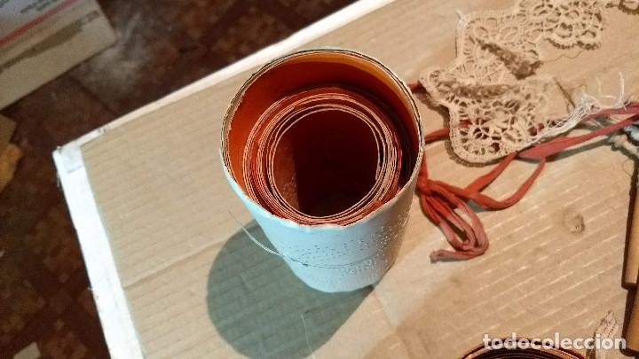 Antigüedades: Gran lote encaje de bolillos. Con muchos bolillos y plantillas de muestra. Ver descripción y fotos - Foto 20 - 193637556