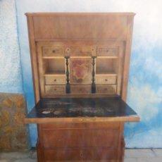 Antigüedades: ANTIGUO BARGUEÑO SECRETOS ESTILO SUIZO,MADERA MACIZA DE NOGAL,INTERIOR CON CAJONES CON MARQUETERÍA.. Lote 193649223