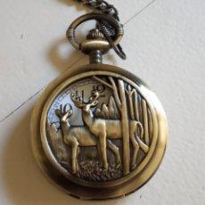 Antigüedades: RELOJ DE BOLSILLO CON LEONTINA. PAREJA DE CIERVOS EN EL BOSQUE.. Lote 210101390