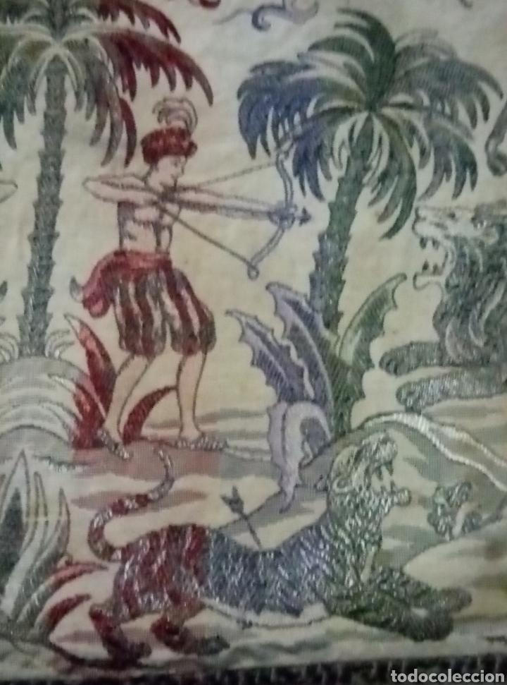 Antigüedades: Antigua colcha con escenas de caza Seda bordada - Foto 6 - 193731711