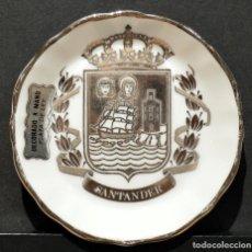 Antigüedades: PEQUEÑO PLATO DE PORCELANA SANTANDER PINTADO A MANO CON PLATA DE LEY 7,5 CM DIÁMETRO. Lote 193746335