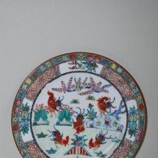 Antigüedades: PRECIOSO PLATO DE PORCELANA MACAO - SERIE GALLOS - PINTADO A MANO - 27 CM. Lote 193760692
