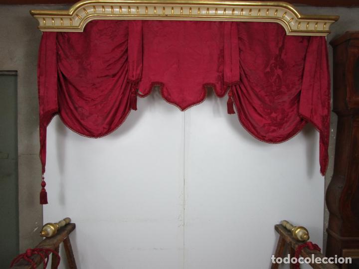 Antigüedades: Bonita Galería - Madera Tallada, Policromada y Dorada - con Cortina, Dosel - S. XVIII-XIX - Foto 16 - 193775740