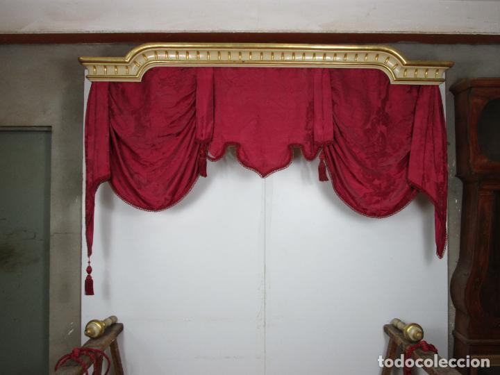 Antigüedades: Bonita Galería - Madera Tallada, Policromada y Dorada - con Cortina, Dosel - S. XVIII-XIX - Foto 25 - 193775740