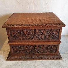 Antigüedades: ANTIGUA CAJA JOYERO ARCHIVADOR TALLADO EN ROBLE. Lote 193775766