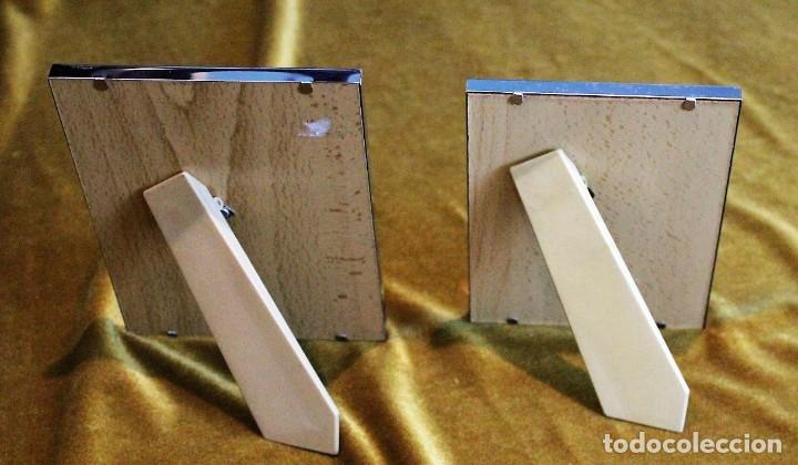 Antigüedades: Dos portaretratos de níquel, parte posterior madera y apoyo plástico. - Foto 2 - 193801611