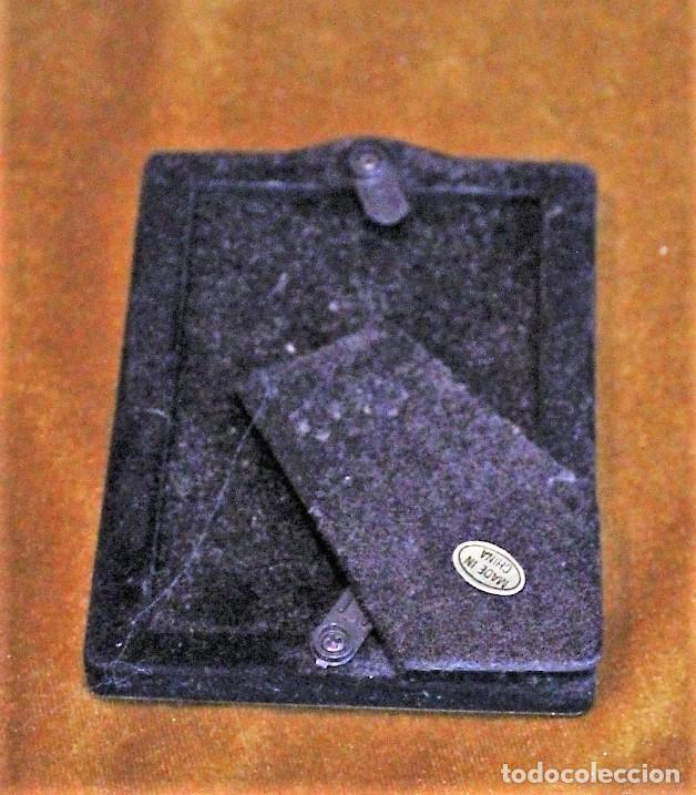 Antigüedades: Pequeño portaretrato plateado, 5 x 8 cm, parte posterior terciopelo - Foto 2 - 193807913