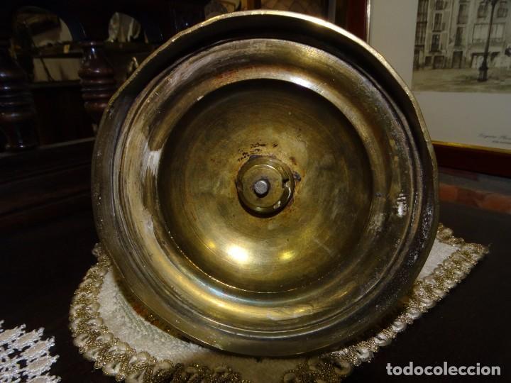 Antigüedades: CANDELABRO ANTIGUO BRONCE TRABAJO DE ORFEBRERIA - Foto 5 - 193824451