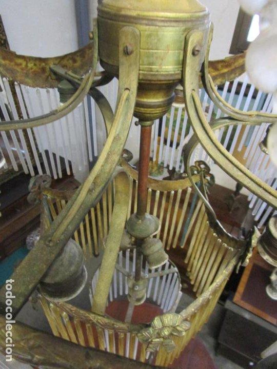 Antigüedades: Preciosa Lámpara de Techo - Art Decó - 8 Luces - Bronce - Decoración Lagrimas de Cristal - Años 20 - Foto 8 - 193828673