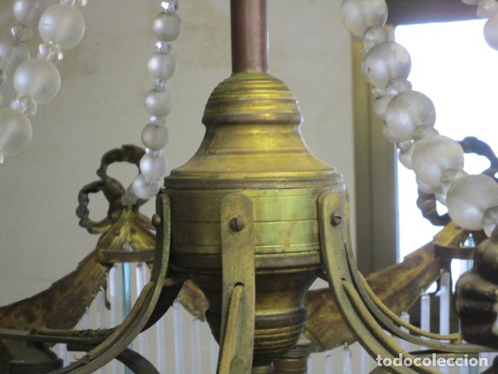 Antigüedades: Preciosa Lámpara de Techo - Art Decó - 8 Luces - Bronce - Decoración Lagrimas de Cristal - Años 20 - Foto 10 - 193828673