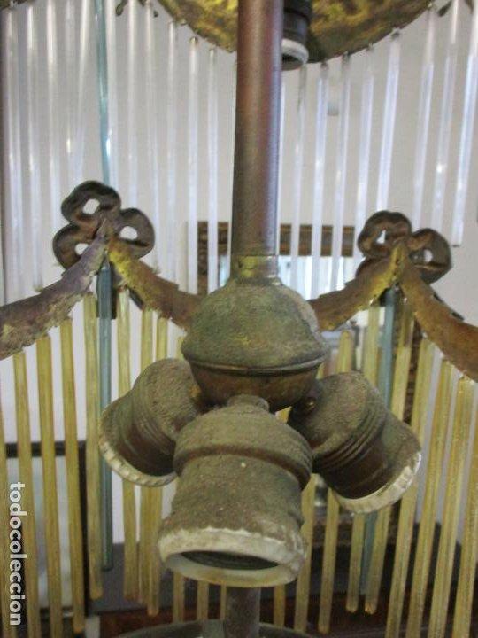 Antigüedades: Preciosa Lámpara de Techo - Art Decó - 8 Luces - Bronce - Decoración Lagrimas de Cristal - Años 20 - Foto 17 - 193828673