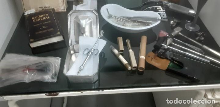 Antigüedades: Mesa de despacho médico. Años 50. Incluye silla metálica. - Foto 8 - 193829001