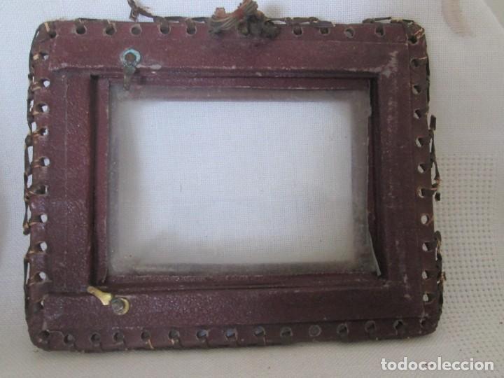 Antigüedades: Pequeño lote de tres antiguos portarretratos en polipiel - Foto 13 - 193831113