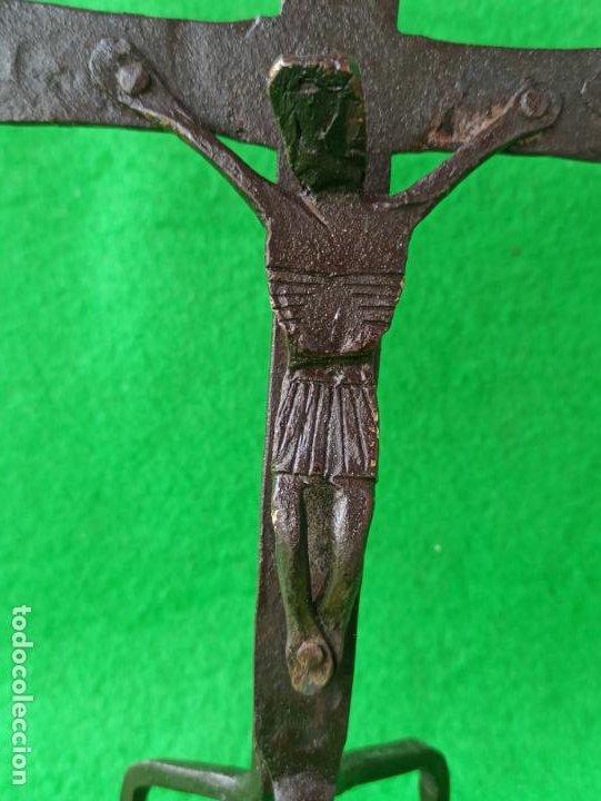 Antigüedades: ANTIGUO CRUCIFIJO DE SOBREMESA EN FORJA - Foto 5 - 193841525