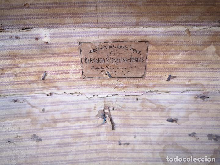 Antigüedades: PEQUEÑO BAUL COFRE ANTIGUO (VER FOTOS) - Foto 6 - 193842150