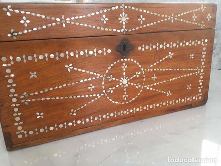 Antigüedades: Arqueta de madera y nácar S.XVIII - Foto 2 - 193854593
