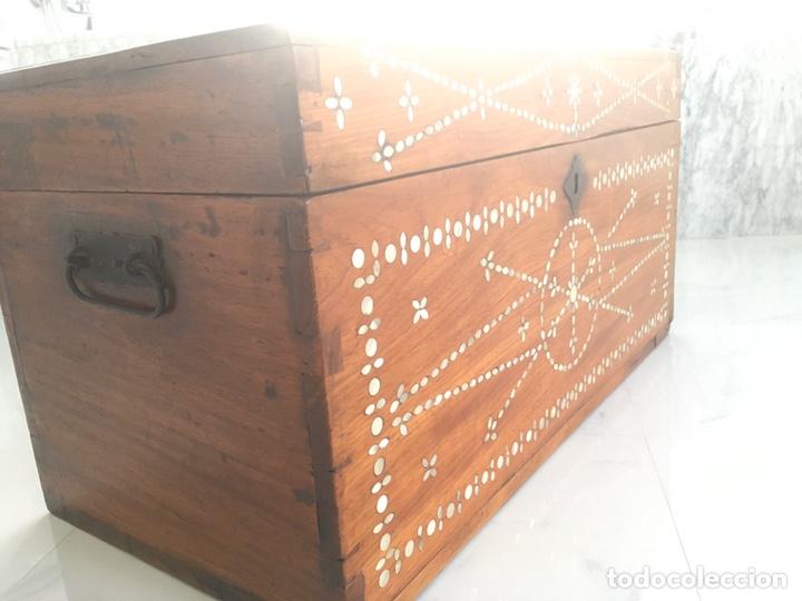 Antigüedades: Arqueta de madera y nácar S.XVIII - Foto 3 - 193854593