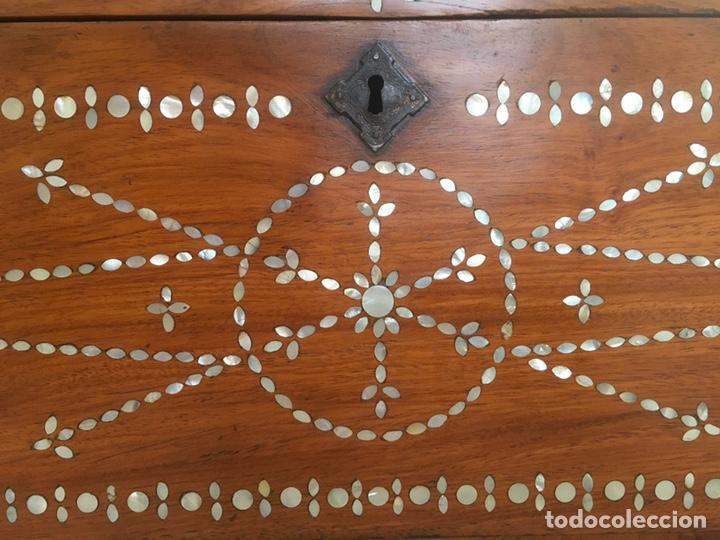 Antigüedades: Arqueta de madera y nácar S.XVIII - Foto 4 - 193854593