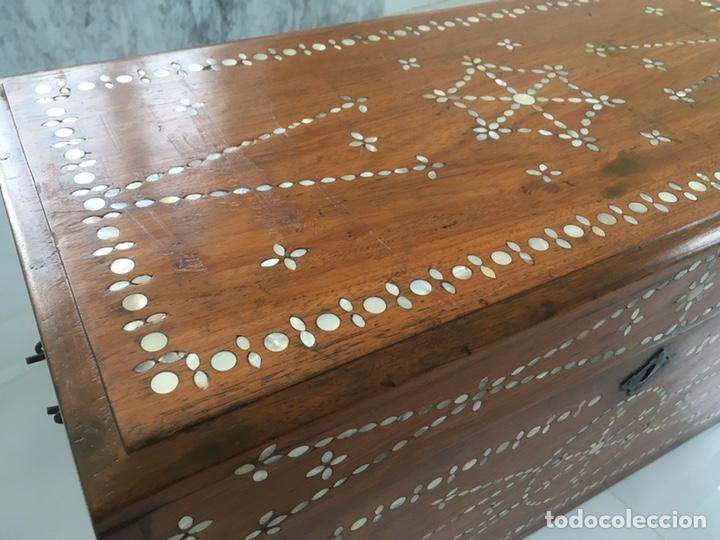Antigüedades: Arqueta de madera y nácar S.XVIII - Foto 7 - 193854593