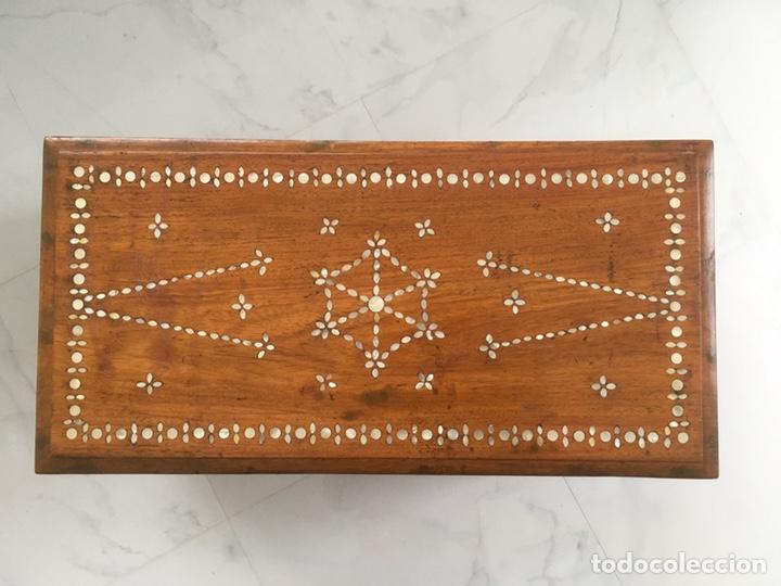 Antigüedades: Arqueta de madera y nácar S.XVIII - Foto 9 - 193854593