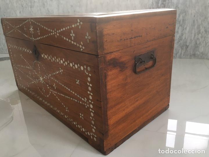 Antigüedades: Arqueta de madera y nácar S.XVIII - Foto 10 - 193854593