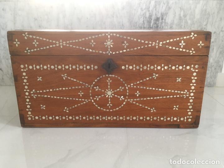 Antigüedades: Arqueta de madera y nácar S.XVIII - Foto 11 - 193854593