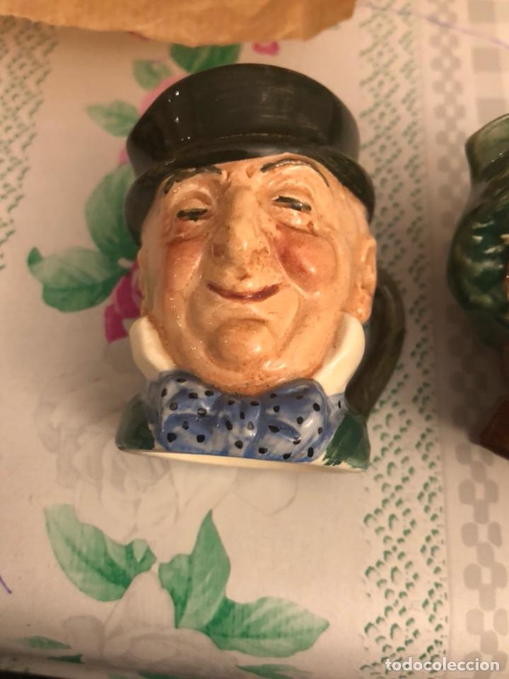 Antigüedades: Dos jarras en miniatura Toby jug marcas de royal dulton, 1932, raras - Foto 2 - 193868822