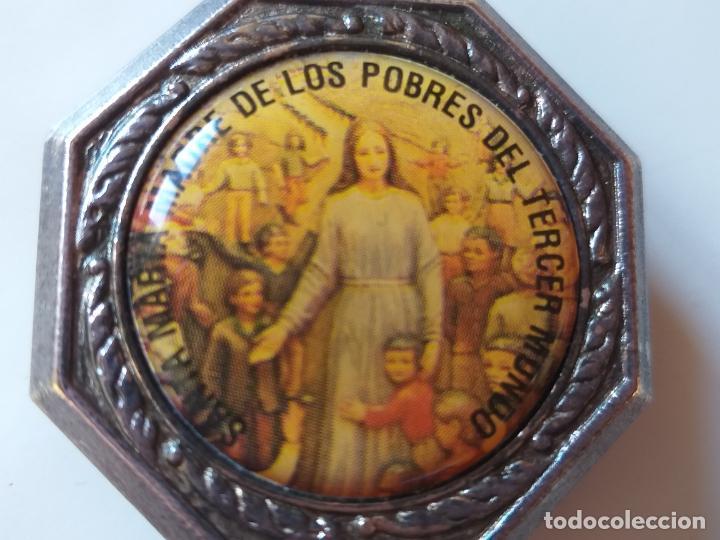 Antigüedades: Pequeña caja metálica. Pastillero antiguo. Imagen de Santa María madre de los pobres del Tercer Mund - Foto 6 - 193871898