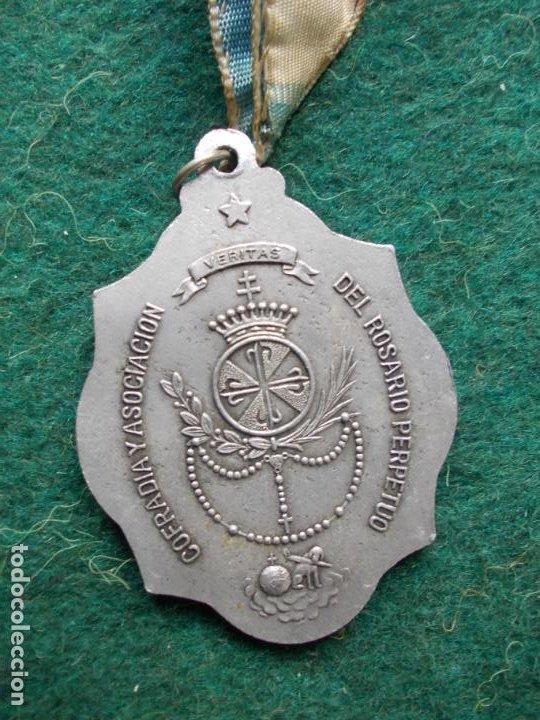 Antigüedades: MEDALLA DE LA VIRGEN DEL ROSARIO PERPETUO ANTIGUA - Foto 2 - 193886700
