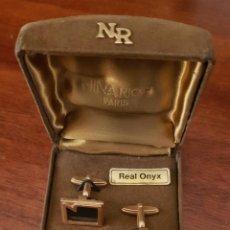 Antigüedades: GEMELOS DE ONIX NINA RICCI. Lote 193899412
