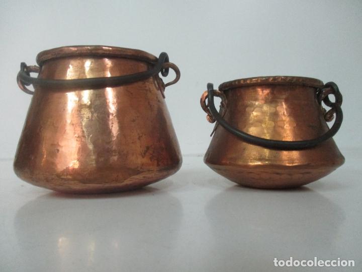 PEQUEÑAS OLLAS - OLLA DE COBRE - ASA EN HIERRO - PRINCIPIOS S. XX (Antigüedades - Técnicas - Rústicas - Utensilios del Hogar)
