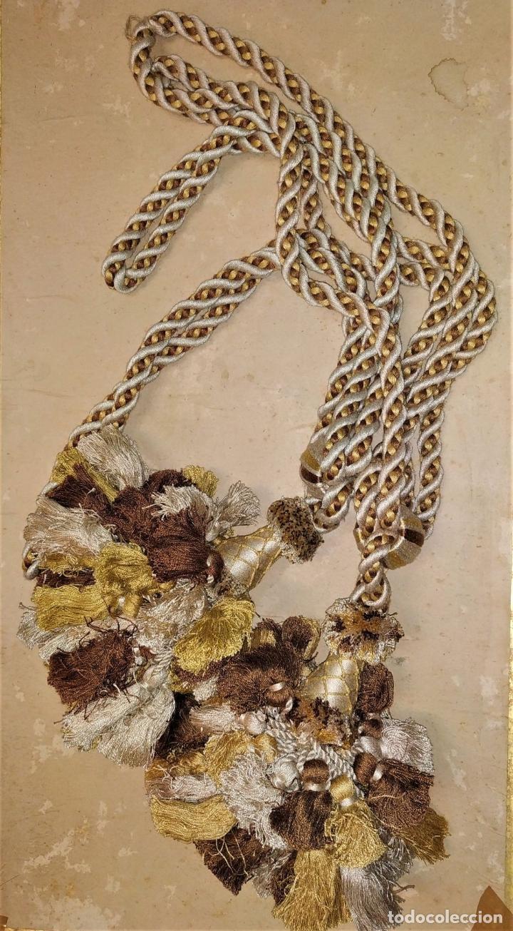 Antigüedades: PAREJA DE GRANDES ALZAPAÑOS PARA CORTINA. ALGODÓN SATINADO. SIN USO. ESPAÑA. SIGLO XX - Foto 7 - 193908155