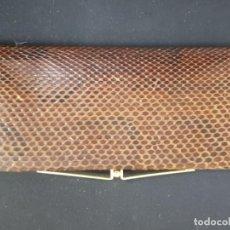 Antigüedades: MONEDERO PIEL DE SERPIENTE EN BUEN ESTADO AÑOS 70. Lote 193910238