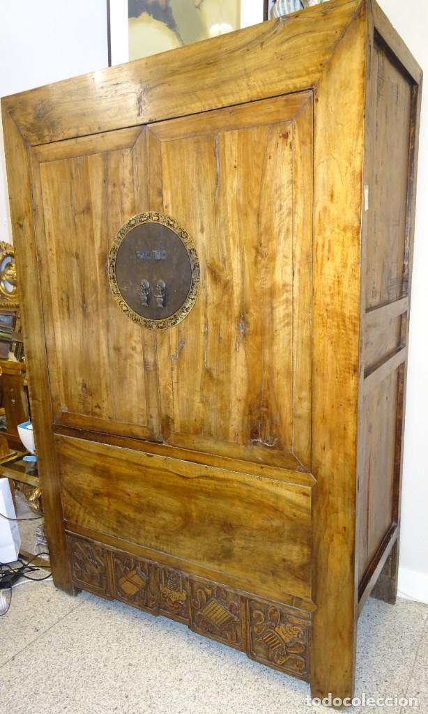 ARMARIO CHINO, S.XIX, EN MADERA DE OLMO Y BRONCE (Antigüedades - Muebles Antiguos - Armarios Antiguos)