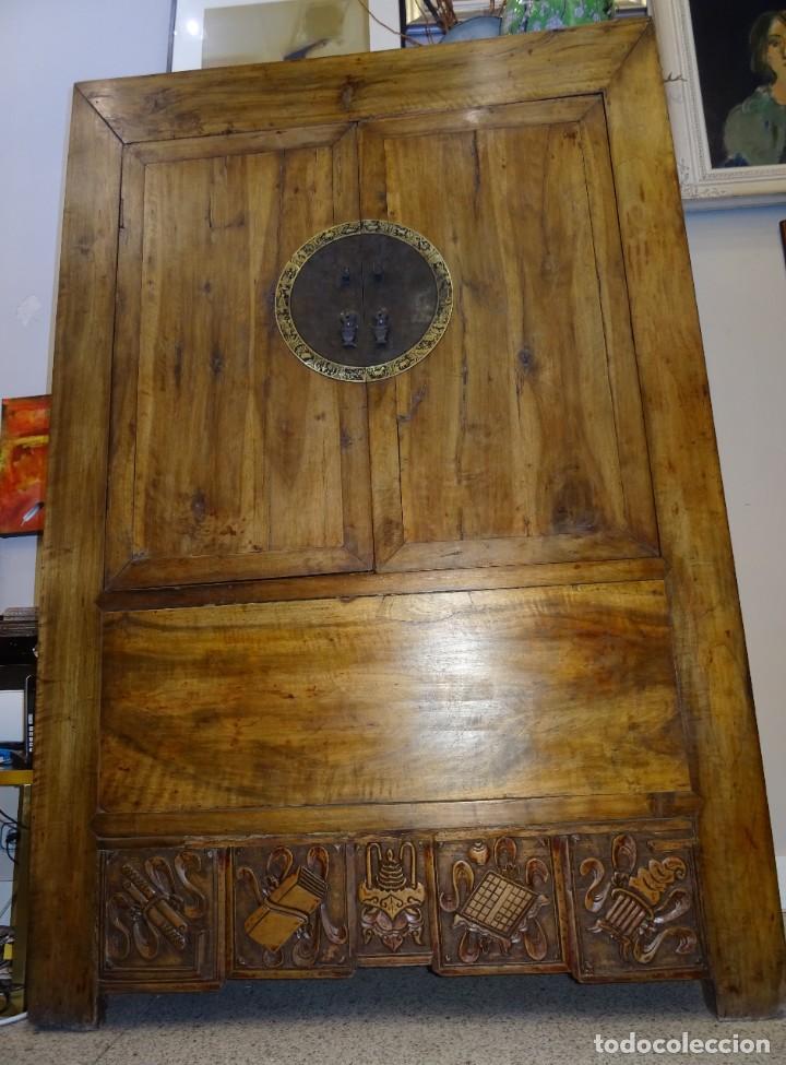 Antigüedades: Armario chino, S.XIX, en madera de olmo y bronce - Foto 5 - 193912053