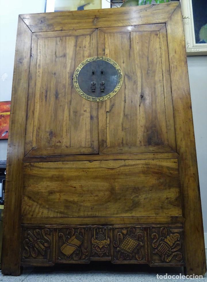 Antigüedades: Armario chino, S.XIX, en madera de olmo y bronce - Foto 6 - 193912053