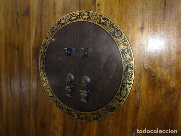 Antigüedades: Armario chino, S.XIX, en madera de olmo y bronce - Foto 18 - 193912053