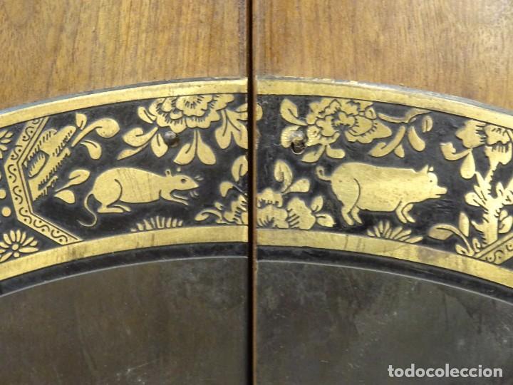 Antigüedades: Armario chino, S.XIX, en madera de olmo y bronce - Foto 21 - 193912053