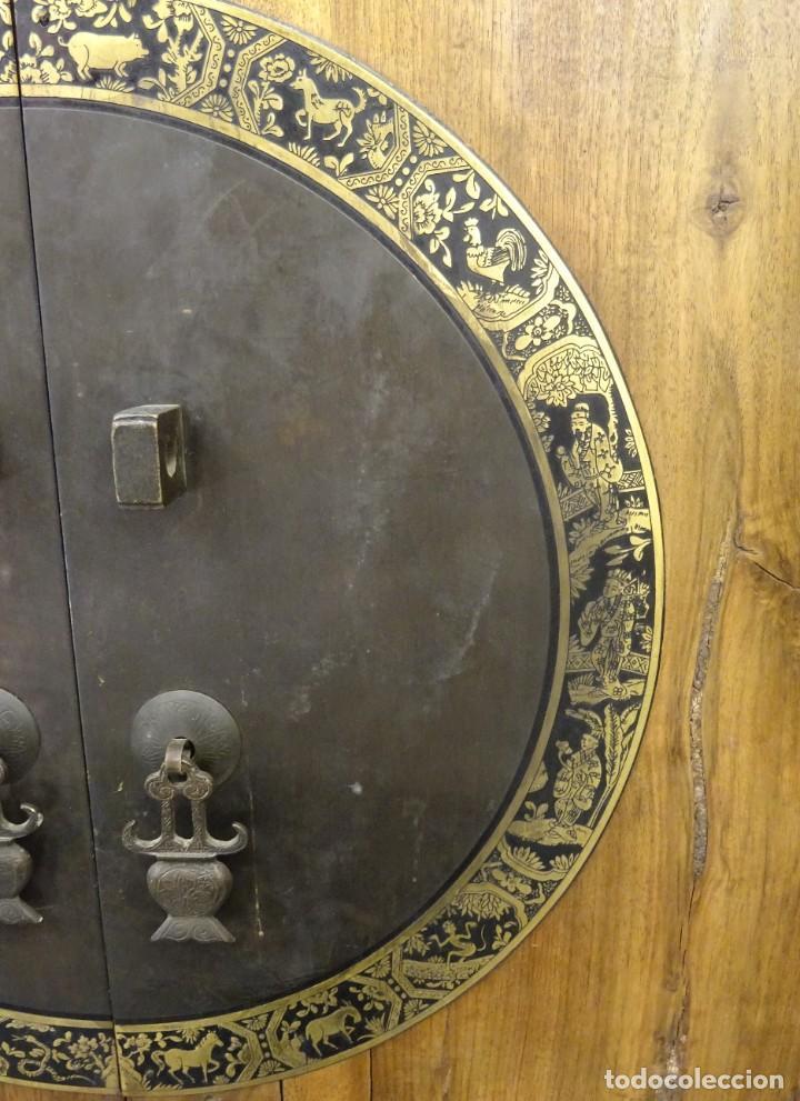 Antigüedades: Armario chino, S.XIX, en madera de olmo y bronce - Foto 22 - 193912053