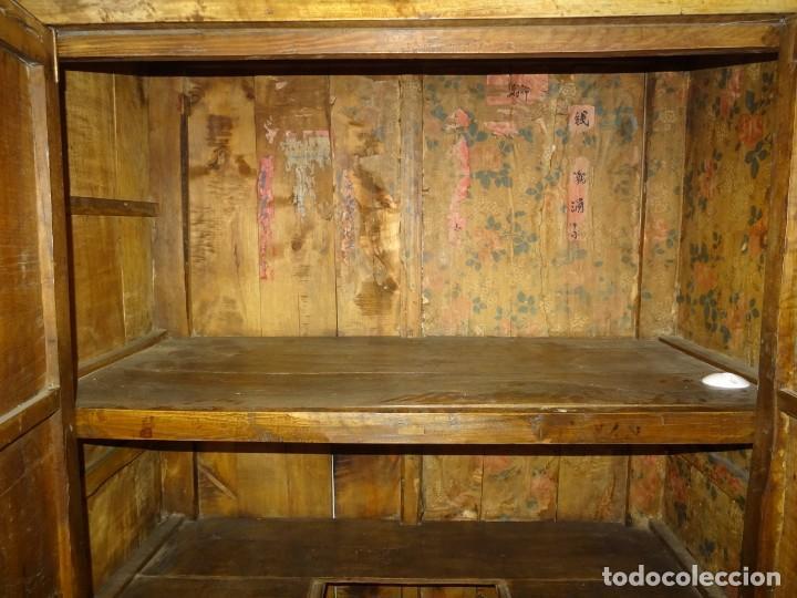 Antigüedades: Armario chino, S.XIX, en madera de olmo y bronce - Foto 29 - 193912053
