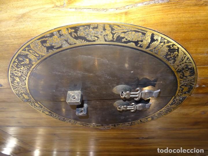 Antigüedades: Armario chino, S.XIX, en madera de olmo y bronce - Foto 44 - 193912053