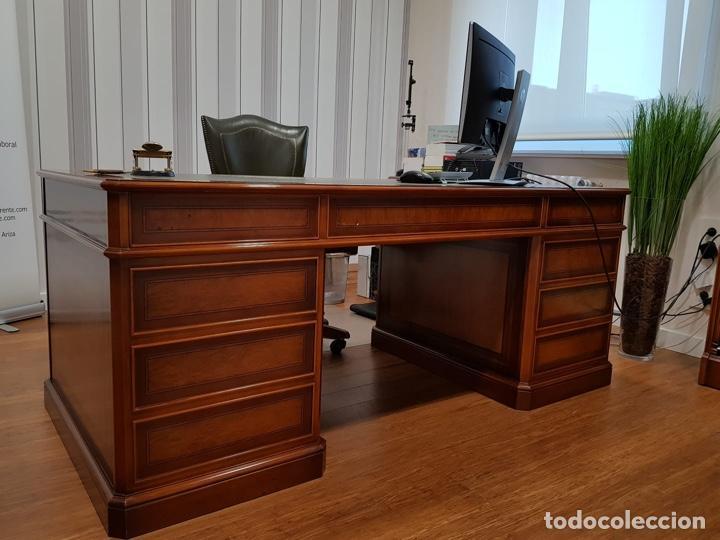 Antigüedades: URGE VENTA 1 SEMANA. Mesa inglesa, sillón y librería a juego - Foto 2 - 193915812