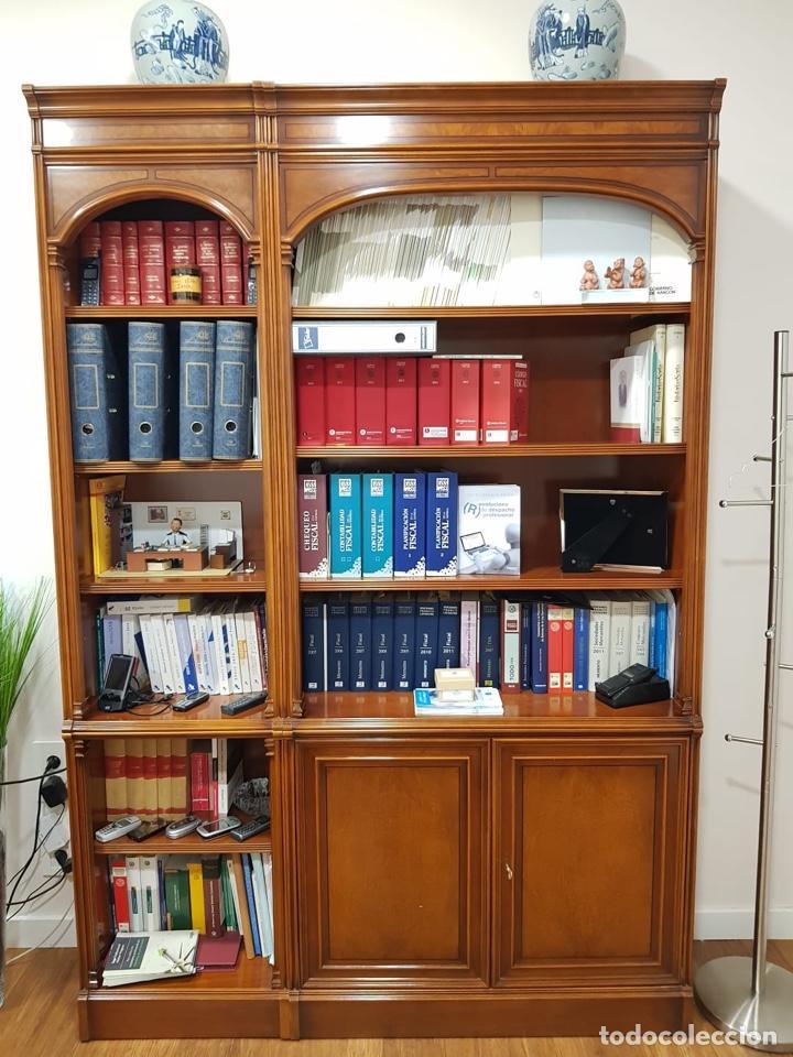 Antigüedades: URGE VENTA 1 SEMANA. Mesa inglesa, sillón y librería a juego - Foto 5 - 193915812