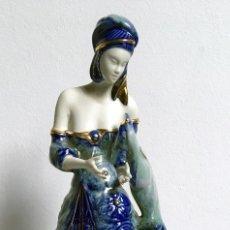 Antigüedades: DAMA ART DECÓ - FIGURA PORCELANA GALOS - ORO - PLATINO DE LEY - SERIE CLÁSICA - 52X24CM - AGOTADA. Lote 193939751